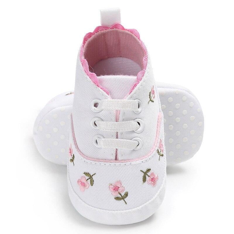 0-18 mois premiers marcheurs enfant en bas âge bébé fille Floral brodé chaussures souples pour nouveau-né chaussures de marche 3
