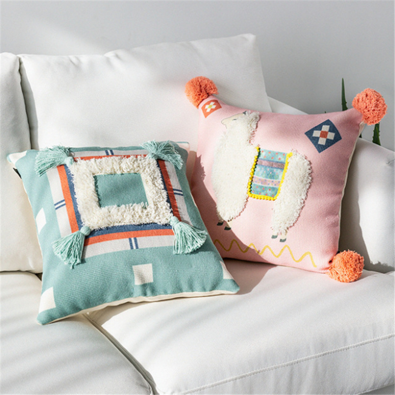 Puredown Tufted Cushion Boho Decorative 3D Woven Pillowcase Throw Pillow  With Cute Tassels 43x43 Cm For Couch Sofa