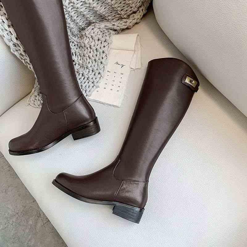 Krazing pot 2019 inek deri yuvarlak ayak fermuar med topuk metal toka dekorasyon tutmak sıcak yakışıklı binicilik diz yüksek çizmeler L93