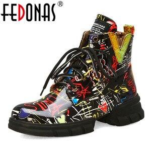 Image 1 - FEDONAS الكلاسيكية البروغ حذاء أيرلندي أحذية طويلة النادي الليلي الأحذية امرأة جلد طبيعي عالية الكعب النساء حذاء برقبة للركبة فاسق دراجة نارية الأحذية