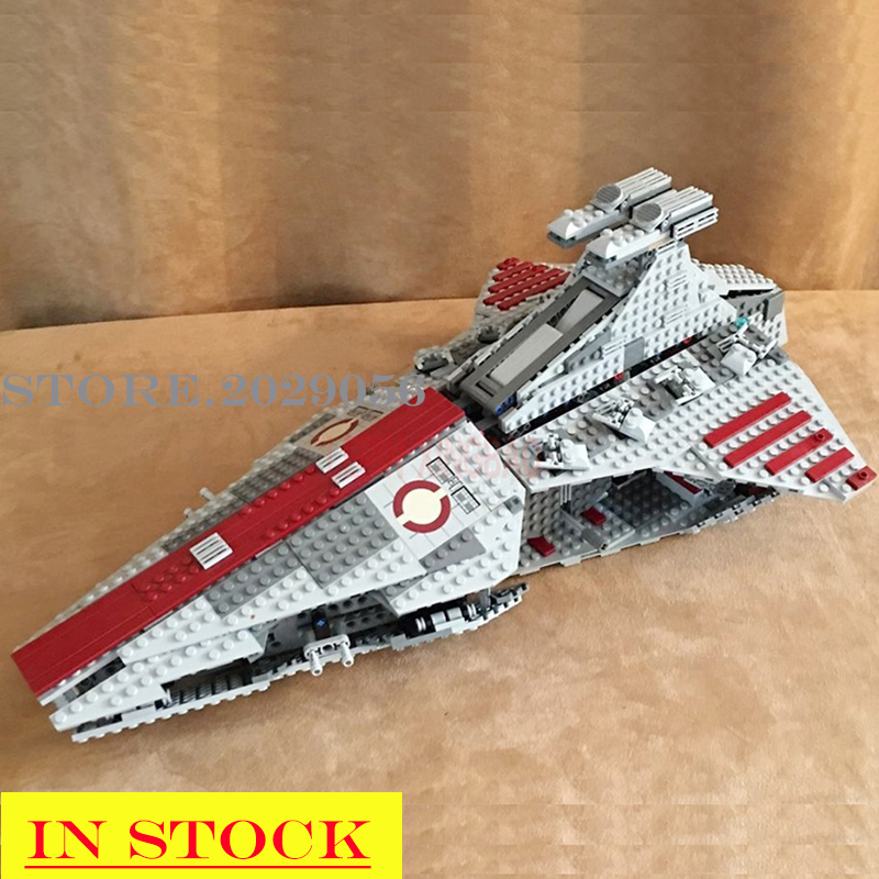 In Stock 05042 The UCS Venator Class Republic Attack Cruiser Star Destroyer 1170PCS Star Movie Wars Model Building Blocks