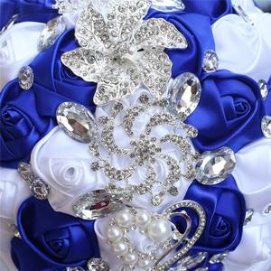 Image 5 - WifeLai A Свадебный букет с крупными кристаллами, 21 см, ручная работа, Королевская Синяя и белая роза, свадебные букеты, Buque Noiva W228