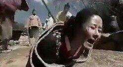 韩国妇女犯错裹着毯子执行杖刑