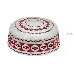 Image 2 - Kippah イスラム祈りの敷物 Topi サウジアラビアアバヤ祈りキャップ赤白の幾何学模様 Seccade Namaz Mütze ダーメンイスラム男性