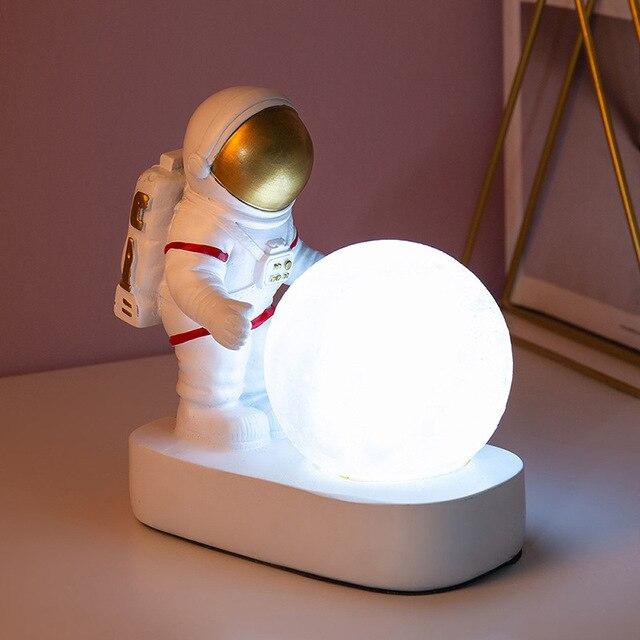 Фото ночник с астронавтом в скандинавском стиле декоративный настольный цена