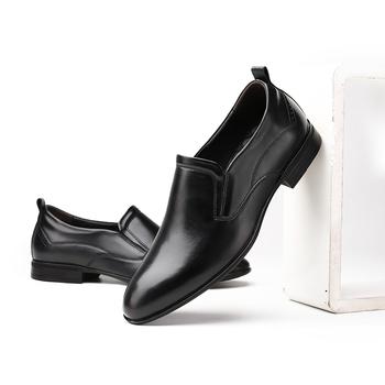 Najwyższej jakości męskie buty prawdziwej skóry Oxford buty męskie Slip on buty prawdziwej skóry włoski projekt buty do biura dużych rozmiarów mężczyzn tanie i dobre opinie Yeinshaars Skóra bydlęca RUBBER 6631140 Slip-on Pasuje prawda na wymiar weź swój normalny rozmiar Oksfordzie Stałe