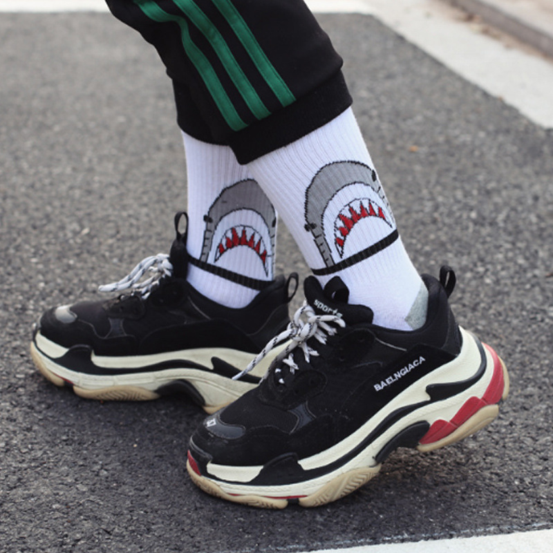 Japanese Korean Style Unisex Lovers Hip Hop Socks Women With Cartoon Shark Black White Funny Socks For Autumn And Winter 101708