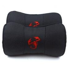 Gzhengtong Balck רכב סטיילינג אמיתי עור אדום Abartth Scorption לוגו משענת ראש צוואר כרית 2 יח\סט עבור פיאט Abarth 500