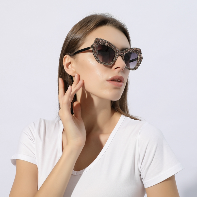 Sunglasses Women Luxury Eyewear Cat-Eye Fashion Shades Vintage Oculos Daimond Feminino