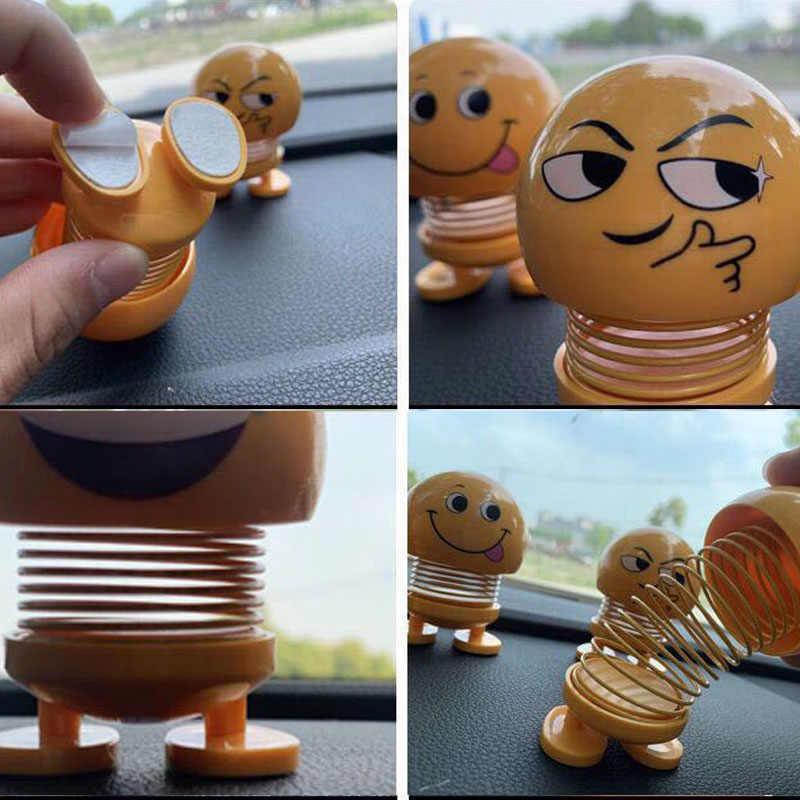 جميل يهز رأسه اللعب سيارة الحلي Bobblehead إيماءة الدمى لطيف الكرتون مضحك الرموز التعبيرية تمايل رئيس سيارة روبوت الديكور
