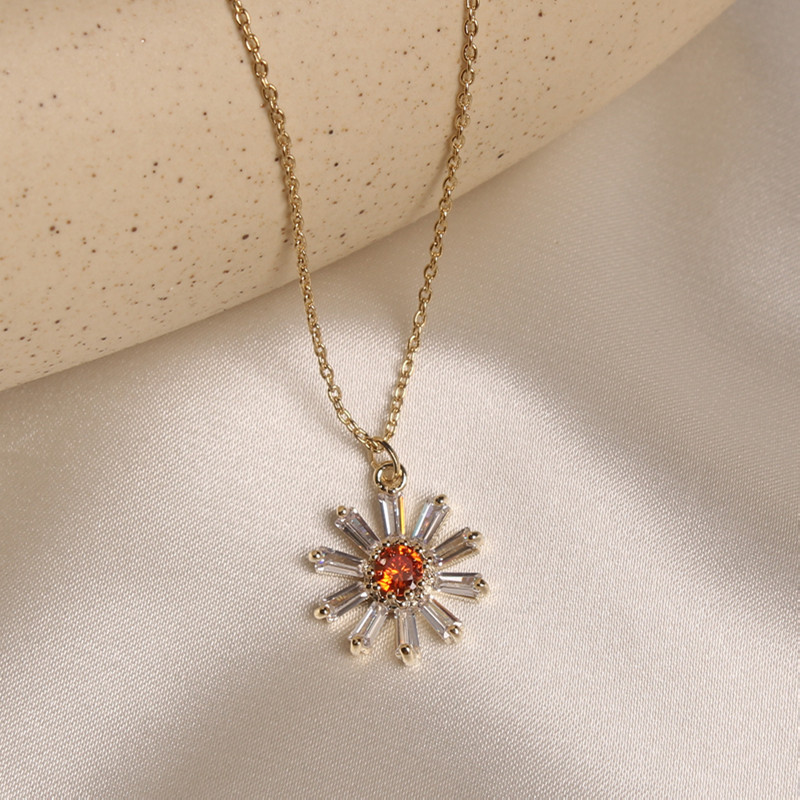 Korean new fashion jewelry sweet and delicate copper inlaid zircon small daisy pendant elegant female prom clavicle necklace