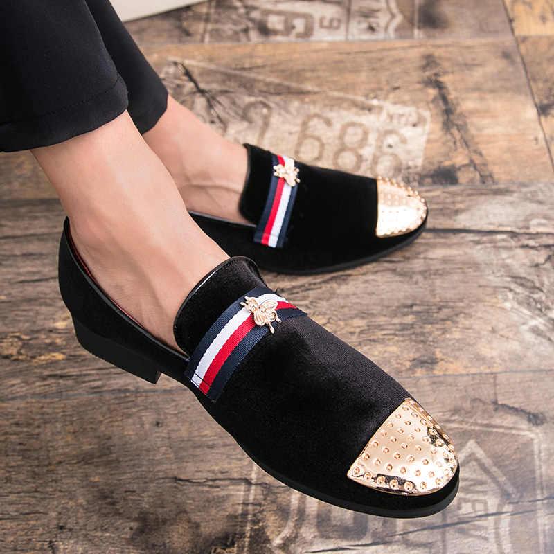 Yeni moda altın üst ve Metal ayak erkek kadife elbise ayakkabı İtalyan erkek elbise ayakkabı el yapımı mokasen en arılar ayakkabı boyut 38-47
