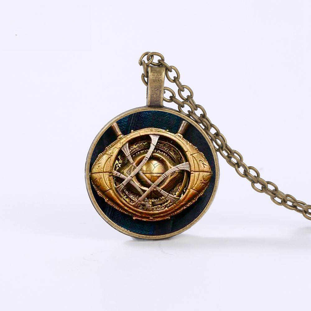 Nouveau style docteur étrange oeil d'agamotto collier Dr. Strange Infinity pierre motif verre Cabochon collier en acier inoxydable