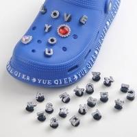 Charms de aleación para zapatos de niña, 26 letras, accesorios de zueco, decoración de zapatos de diamante, amuletos de cocodrilo, botón de Metal para regalo, 1 Uds.