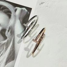Cc S925 brazalete femenino clásico con clavos y comida rápida... brazalete t brillante de estilo clásico europeo y americano joyería