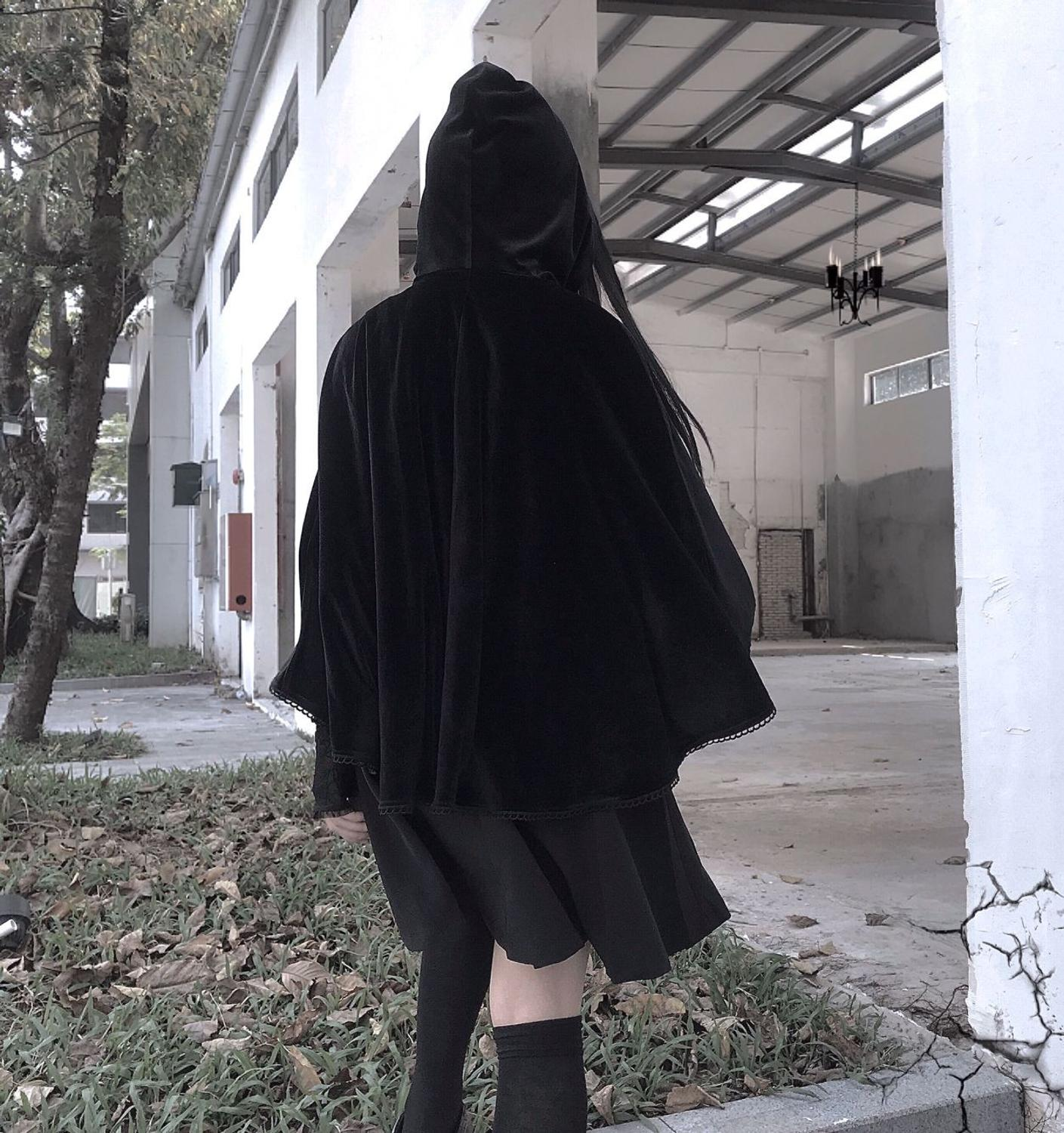Gothic Black Vintage Women Hooded Cape Goth Lace Velvet Short Cloak Halloween Cosplay Dark Female Waterfall Short Poncho Coat