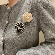Design de luxo camélia pérola broche para mulher casamento colar fivela acessórios vestuário broche presente