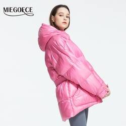 MIEGOFCE 2019 Новая зимняя женская куртка высокое качество яркие расцветки утепленные дутые куртки стойкий воротник с капюшоном Куртка