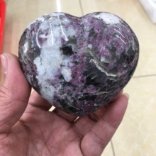 Natural red tourmaline crystal heart - shaped tourmaline gemstone crystal spirit home decoration feng shui handicraft