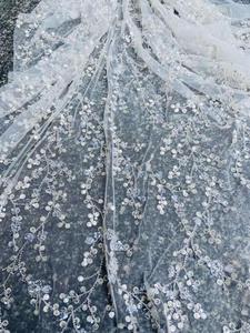 Image 2 - Ultimo vestito da cerimonia nuziale tessuto di paillettes perline fiore bianco del merletto del ricamo tessuto bianco 3D maglia del merletto Francese Africano del merletto 5 yards