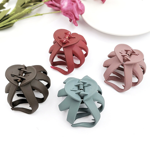 2019 New Geometric Frosted Hair Claws Crab Plastic Hair Clips Barrettes For Women Girls Hairpins Fashion Simple Hair Accessories