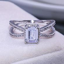 Женское Обручальное кольцо с квадратным фианитом серебряного