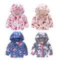 Ветрозащитное пальто с капюшоном и цветочным принтом для девочек и мальчиков