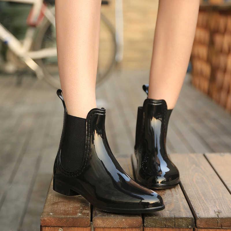 Yeni kadın bahar yarım çizmeler elastik bant üzerinde kayma düşük topuklu ayak bileği yağmur çizmeleri kadın kauçuk su geçirmez kaymaz bayanlar yağmur çizmeleri