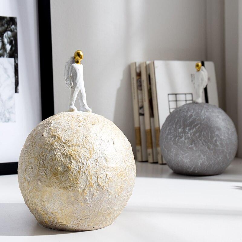 Купить с кэшбэком Nordic Resin Astronaut Ornament Model Creative Spaceman Home Decoration Figurines Simple Handicraft Decorative Accessories