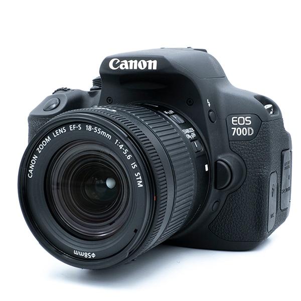 Цифровая зеркальная камера Canon 700D / Rebel T5i с объективом 18-55 мм