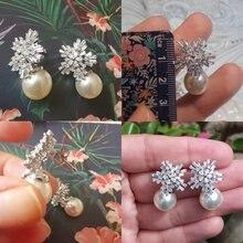 Серьги гвоздики с кристаллами в виде снежинок