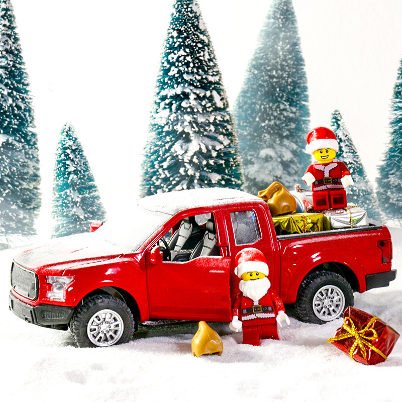 New Red Truck Christmas New Year Decoration Products For Children Car Model Metal Vehicle With Movable Wheels