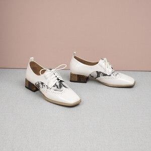 Image 5 - נשים קיץ עור נעלי אישה מבטא אירי דירות גברת נעלי בציר סניקרס שרוכים אביב נעליים יומיומיות עבור נשים 2020