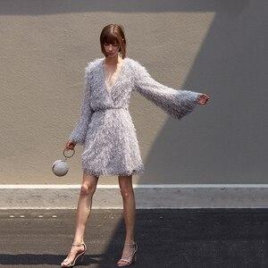 Image 3 - [EAM] femmes gris gland ceinture tempérament robe nouveau col en v à manches longues coupe ample mode marée tout match printemps automne 2020 1B158