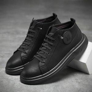Фирменные мужские туфли итального дизайна, повседневная обувь, мужские черные однотонные кроссовки на плоской подошве со шнуровкой из микр...
