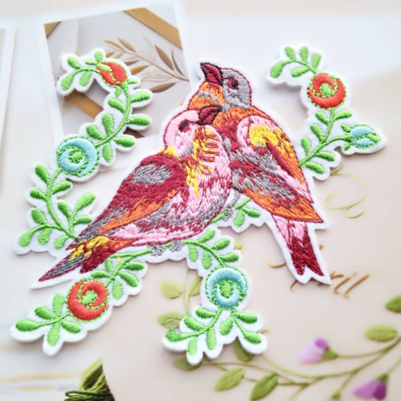2pcs/lot Bird Flower Applique Embroidered Iron on Fashion Patches For Clothes Bag Sticker Badge Diy Decoration Repair Craft