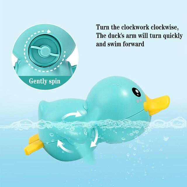 Mainan Clockword Swimming Duck Mengapung 2