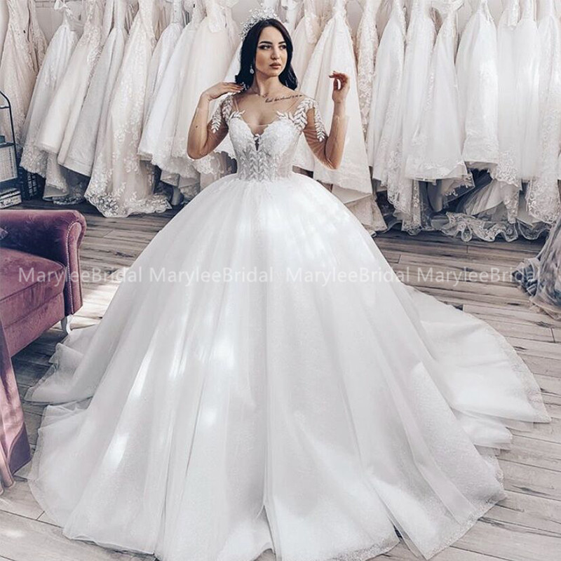 Sexy Deep V-Neck Ball Gown Wedding Dress With Long Sleeves 2020 Appliques Lace Up Back Russia Bride Dress Vintage Wedding Gowns