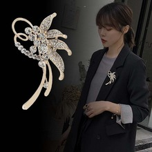 Flower Rhinestone Brooch Pin Korean Brooch Cardigan Shawl Clip Accessories for Women Suit Big Brooch Sweater Buckle Pins Jewelry japanese style green pea brooch gold color statement accessory sweater collar brooch pin sweater suit brooch 2019 fashion bkb72