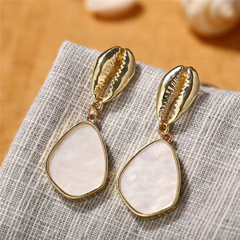Simple Metallic Stud Earrings Gold Outer Ring Irregular Shape Love Acrylic Earrings Ladies Jewelry Boucle D`Oreille Femme 30AUG605