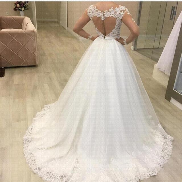 Simple Tulle Lace Applique Wedding Dress Long Sleeve Scallop Shape Floor Length A-line Wedding Dress Color Customizable 2