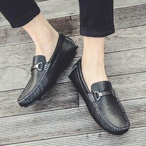 Image 5 - Zapatos informales para hombre, mocasines deslizantes a la moda transpirables, cómodos zapatos clásicos de lujo de talla grande 47, mocasines de marca, calzado para hombre