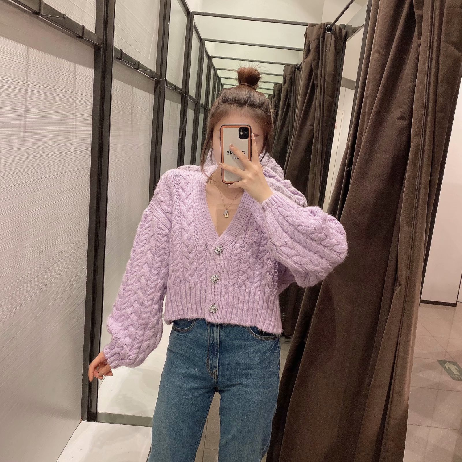 2021 New Fashion Artificial Jewelry Button Knitted Cardigan Coat Woman Cardigan Sweater V-neck Short Jacket