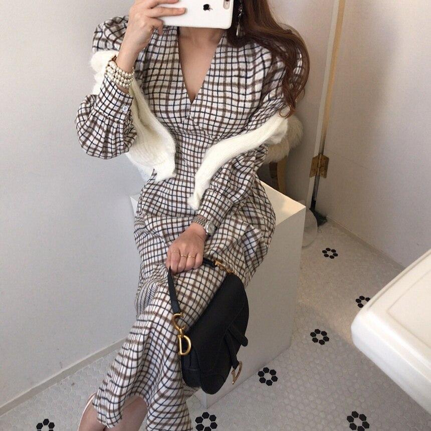 He9454a7d18de4d67bdb7e0e4bd4e125cn - Autumn V-Neck Puff Sleeves Slim Plaid Midi Dress