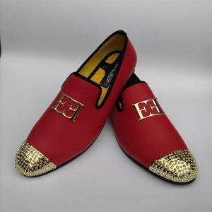 Image 4 - หนังผู้ชายขนาดใหญ่แฟชั่นผู้ชายออกแบบรองเท้าBrightหัวเข็มขัดและโลหะทองToe Menรองเท้าPartรองเท้า