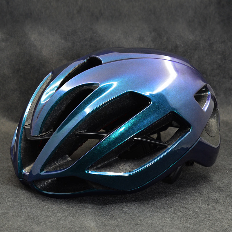 2020 Bicycle Helmet MTB Bike Mountain Road Cycling Speed Riding Helmet Ultralight Helmet M and L Cycling Helmet