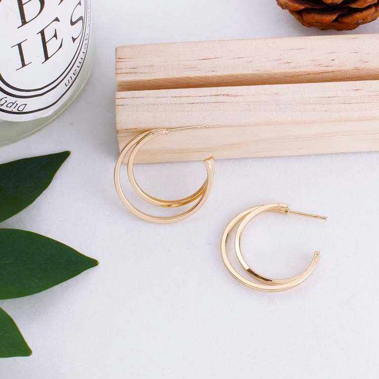 Eropa dan Amerika Sederhana Pesona Elegan Liar Bulan Setengah Lingkaran Berongga Paduan Tekstur Anting-Anting Pernikahan Perhiasan Grosir
