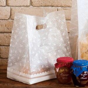 Image 1 - Пластиковые подарочные пакеты с белыми цветами, пластиковые пакеты для покупок, 50 шт./лот