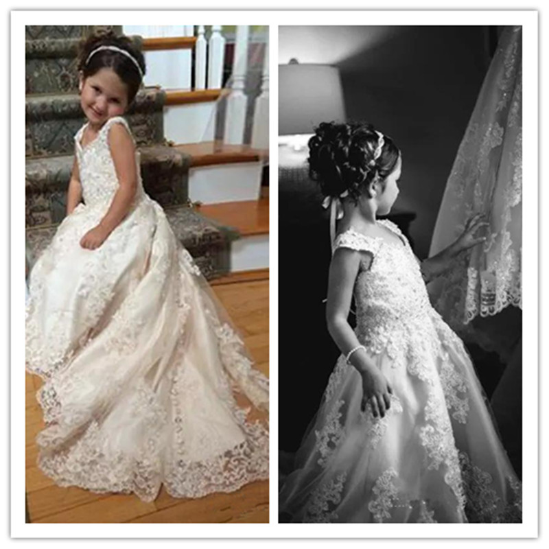 2020 Lace Flower Girls Dresses For Weddings V Neck Spaghetti Strap Sequins Appliques Tulle Satin Sweep Train Ivory Pageant Dress