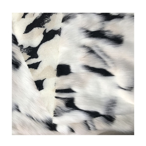 Milky white jacquard plush thick clothing artificial smooth plush faux fur fabric for coat vest fausse fourrure tissu